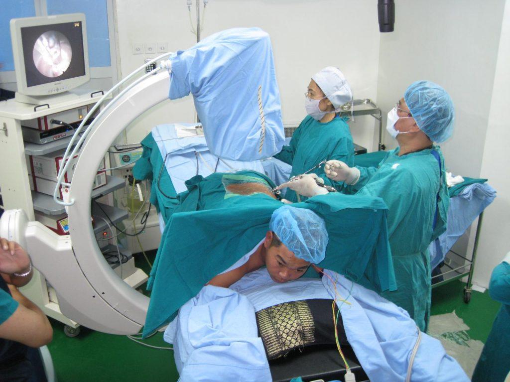 Điều trị thoát vị đĩa đệm thắt lưng bằng mổ nội soi YES
