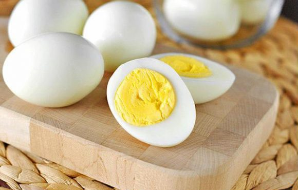Trứng luộc rất dễ bị nhiễm khuẩn bởi hành động mà nhiều người hay làm