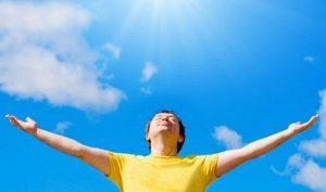 Lợi ích của tia UV là gì? Cần phơi nắng như thế nào để tận dụng được lợi ích từ tia UV?